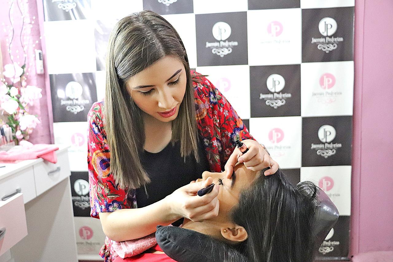 Jazmín Pastoriza, profesional en maquillaje y cosmetología